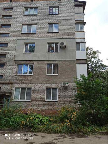 : Продаётся двухкомнатная, средний этаж, раздельные комнатыДнепрострой