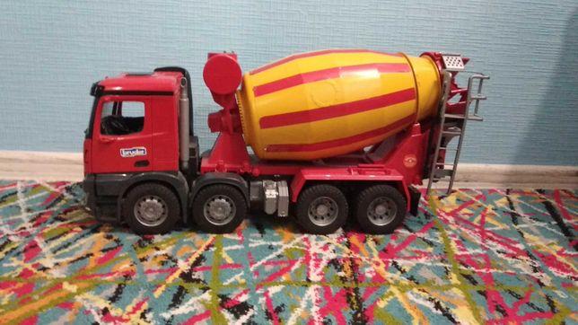 Іграшка Bruder бетономішалка Mercedes-Benz 03654