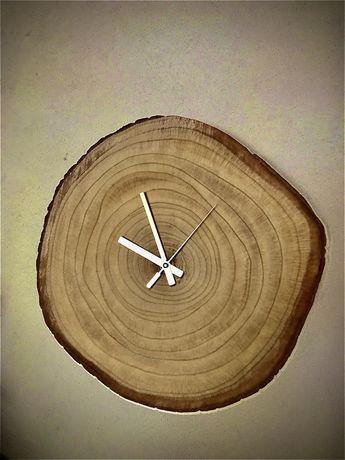 Relogio artesanal em tronco de madeira