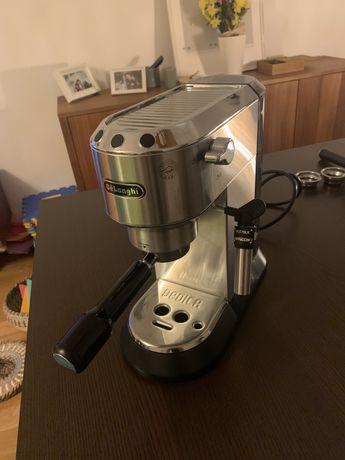 Maquina café Delonghi Dedica