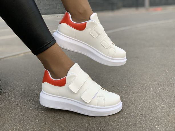 Alexander McQueen кроссовки женские белые на липучке