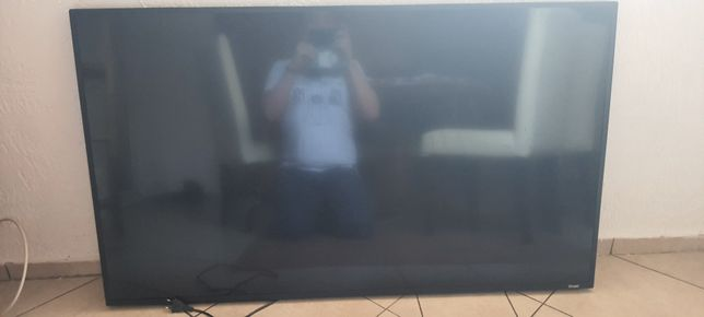 Telewizor 4K UHD uszkodzony