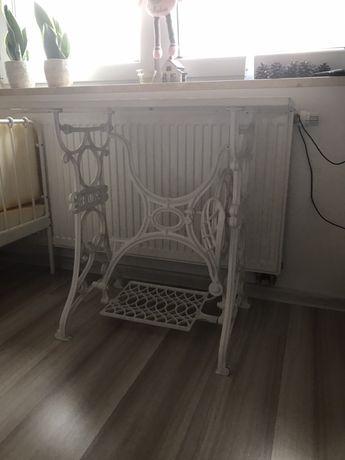 Stolik pod maszynę do szycia lub jako wystroj mieszkania