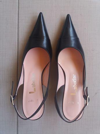 Sapatos senhora elegantes