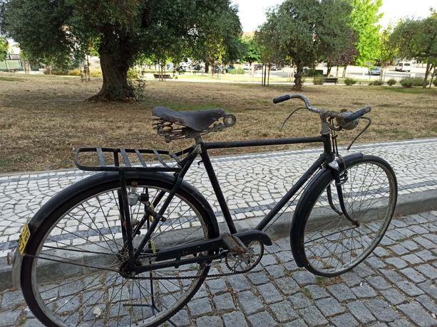 bicicleta muito antiga