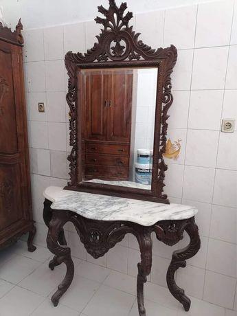 Aparador antigo com espelho e tampo em mármore