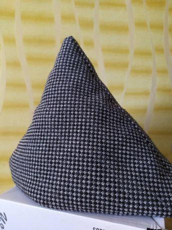 Декоративная подушка 40 * 40 на диван.
