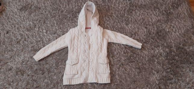Sprzedam piękny cieply sweterek na 128cm