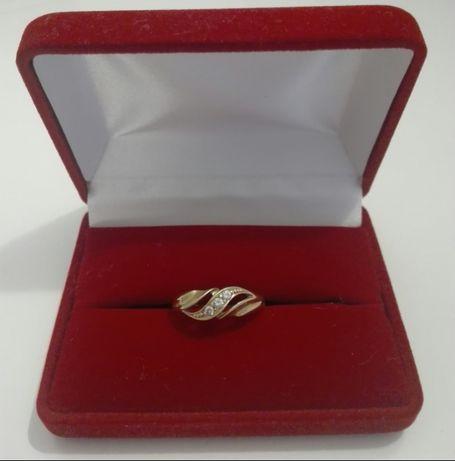 Złoty pierścionek,rozmiar 19,próba 585,14kt