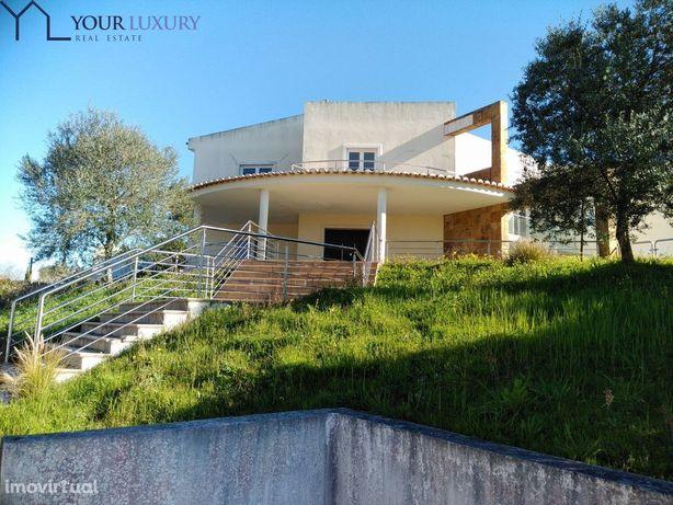 Moradia T4 com 377 m2 úteis, no Belas Clube de Campo