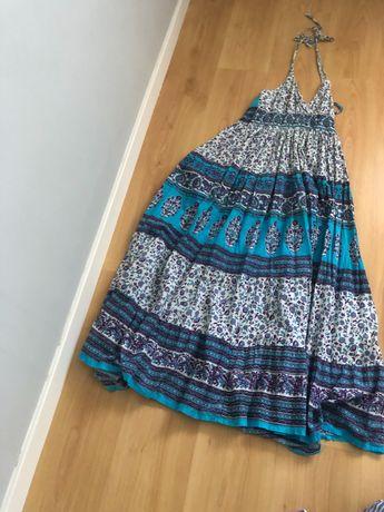 Vestido comprido , sem costas super giro com vários tons de azul