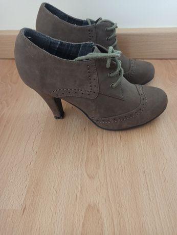 Sapato tipo botim senhora
