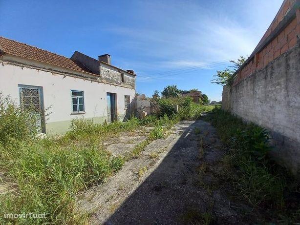 Terreno para Construção com Moradia em Ruína