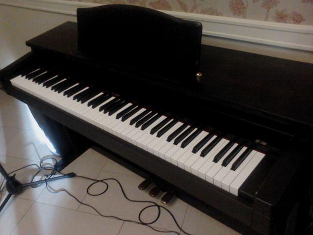 Pianino elektroniczne Roland HP 2E ważona klawiatura stan idealny