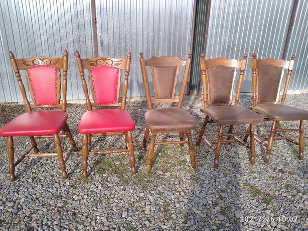 Dębowe krzesła odnowione