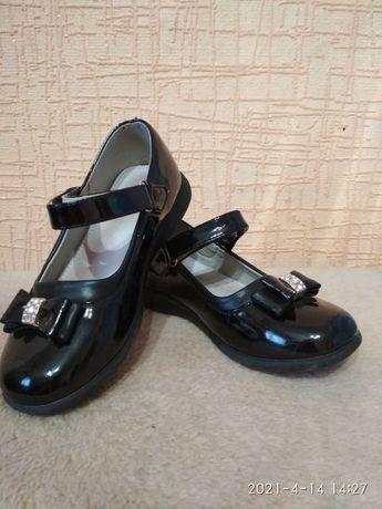 Дитяча обув на дівчинку