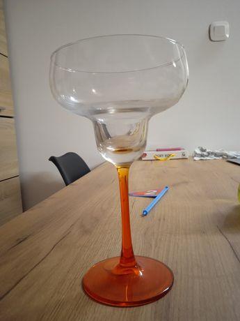 Kieliszki do szampana na długiej nóżce