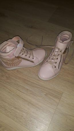 Продам б/у обувь на девочку ,ботиночки 34,сапоги33и красовки