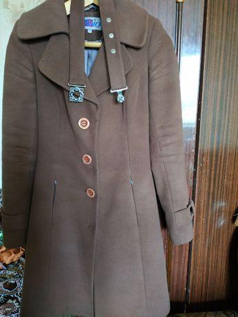 Демисезонное женское пальто 42р.