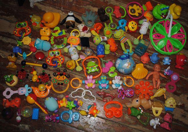 Погремушки, игрушки в коляску, ванночку, кроватку деткам до 1 годика