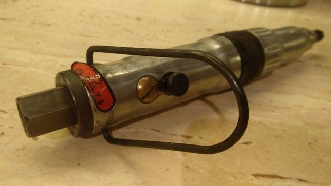 Wkrętak pneumatyczny prosty