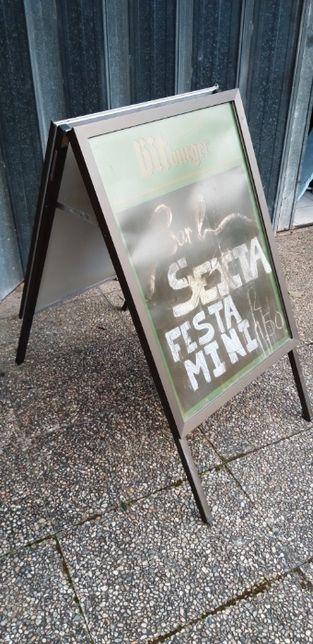 Placard publicidade cavalete