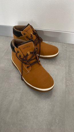 Продам демисезонные ботинки Venice