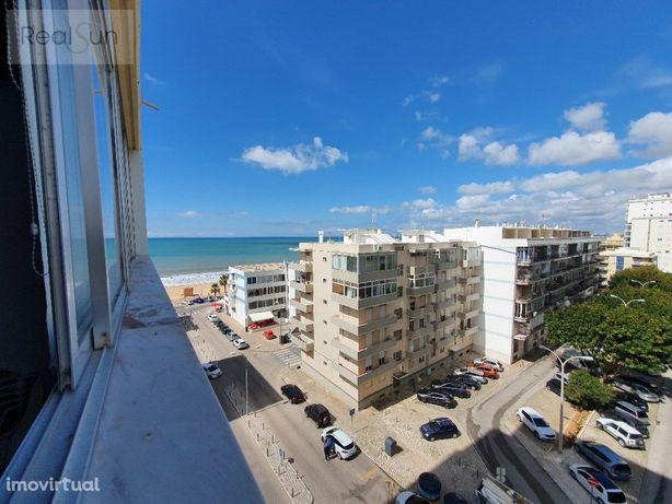 Apartamento com vista mar à 50mts da praia.