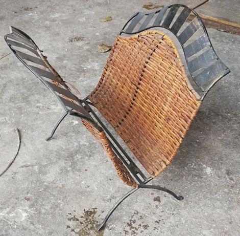 gazetnik metal i rattan