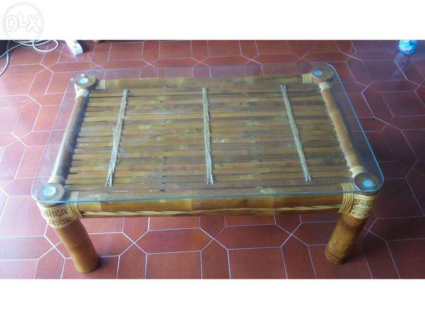 Mesa em Bambu com tampo de vidro