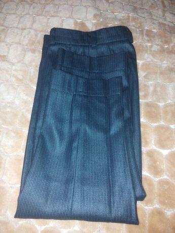 Продам брюки шкільни