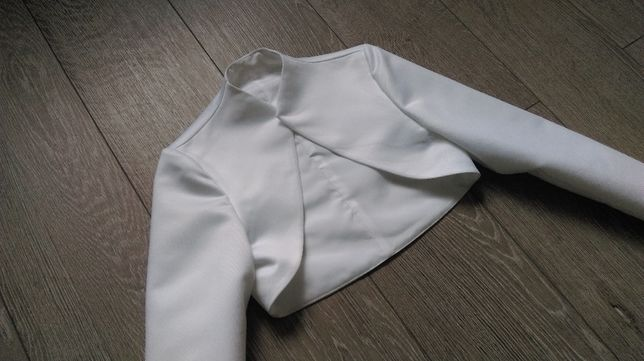 Białe bolerko do sukni ślubnej