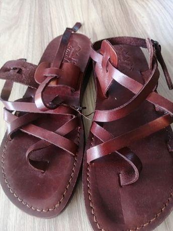Sandałki ze skóry wielbląda