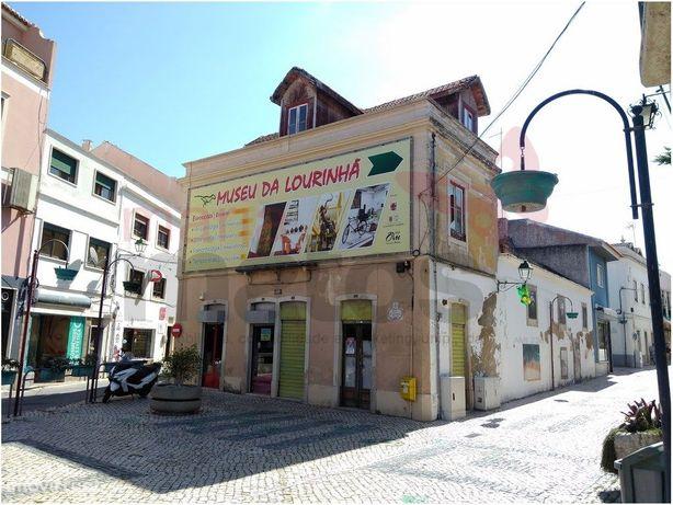 Edificio central localizado na Vila de Lourinhã