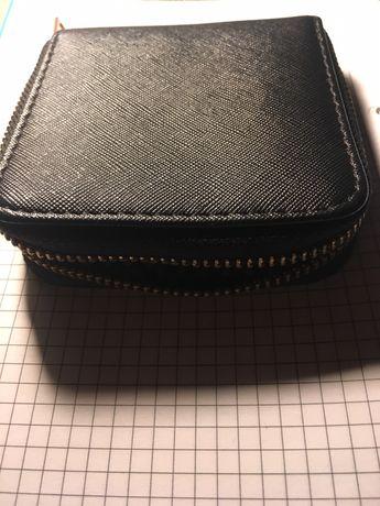 Damski portfel na zamek