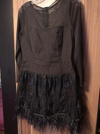 Sukienka czarna pióra