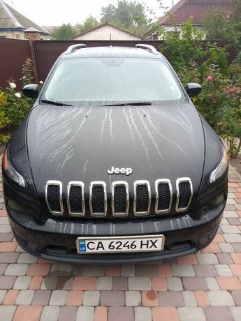 Автомобиль Jeep Cherokee