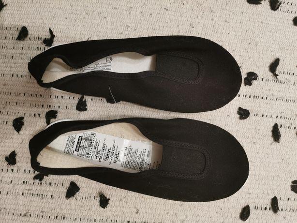 Buty kapcie wsuwane dla dziecka Decathlon rozm. 31