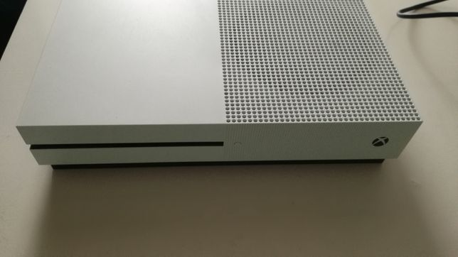 Xbox one S 1tb    polecam