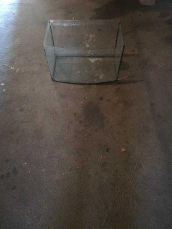 Sprzedam akwarium/terrarium małe 25L.