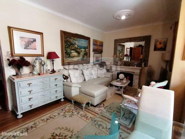 Apartamento T2 mobilado e equipado na Qta do Marquês/Oeiras