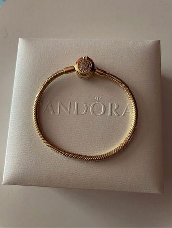Pandora Moments Shine bransoletka złota z koroną charms