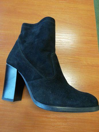 Buty z zamszu krótkie