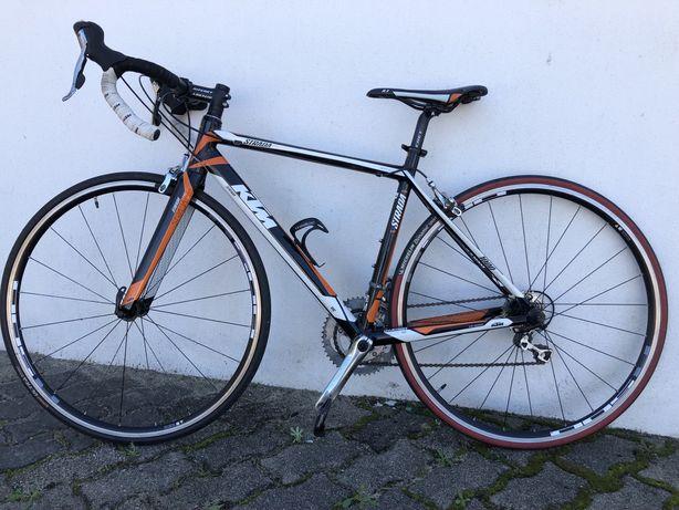 Bicicleta de estrada KTM