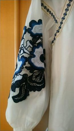 Oryginalna sukienka tunika z haftem r uniwersalny