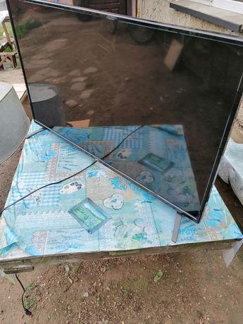 Телевизор smart, был куплен в прошлом году, розбит экран, под запчасти