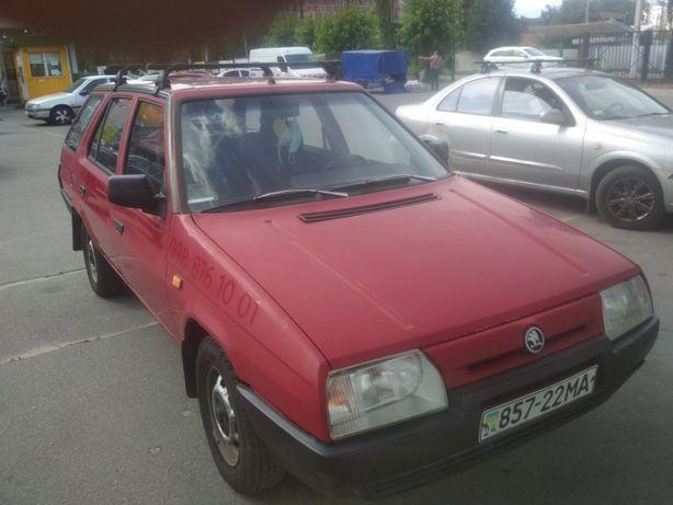 автомобіль Skoda Forman