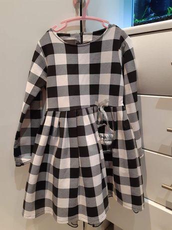 Sukienka w kratę z tiulem