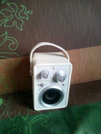 małe radio -idealne na plażę,kemping-100% sprawny