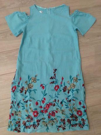 Літнє плаття з вишивкою